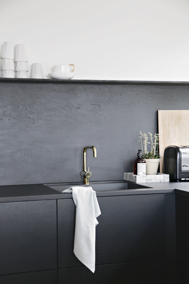 Nina-Holst-Stylizimo-kitchen-DIY-black-backsplash-Remodelista-2
